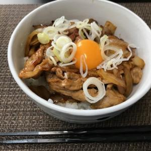 スタミナ豚玉丼で、昼ご飯!