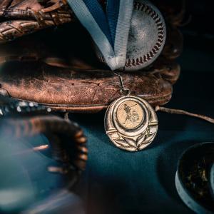「不屈の精神」を表現したメダルケースを作った北海道の家具メーカーに注目!!!!