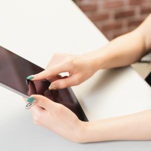 スマホ・タブレットのタッチパネルが反応しない時の解決方法