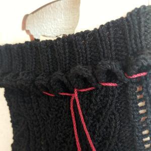 夏衣で販売用靴下編んでいます。