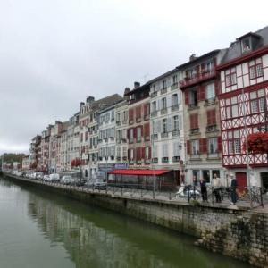 フランスバスクの海側の街バイヨンヌの「スープ・ド・ポアソン」は「鰯系」
