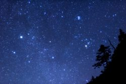 夜空の星が、チラチラとまたたく理由は?