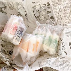 包装紙が新聞紙のアイスクリームのお店
