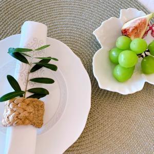 オリーブの葉っぱをテーブルコーデに
