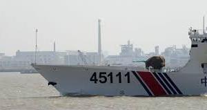 中国海警船 二手に分かれて侵入し日本漁船を追う