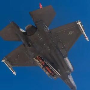 F-35用の新型のジョイントストライクミサイル 最初の空中投下テスト成功