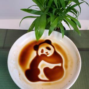パンダさん、お食事中ですか⁈ 浮き出る豆皿って大人も子供も楽しめますね!!
