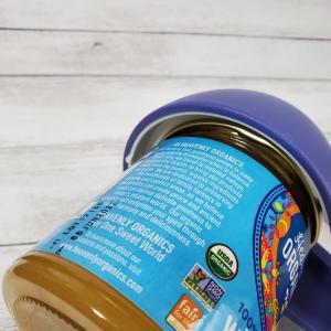 蓋が開けられないとハチミツが食べられな~い!! 『瓶 オープナー』を使うしかない。