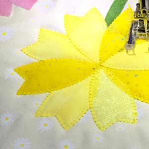 黄色いお花もアップリケ♫