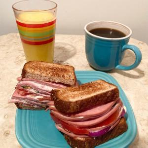 ボローニャサンド朝飯