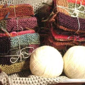 ログキャビン編みブランケット、地色を編みはじめ!