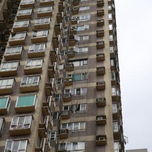 【香港最新情報】「家庭内の悲劇 60代男性が妻を殺害後、飛び降り自殺」