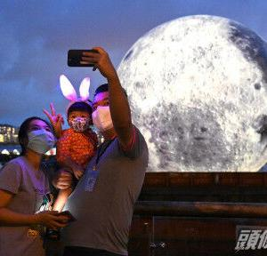 【香港最新情報】「観塘プロムナード、15メートルの巨大な月が出現」
