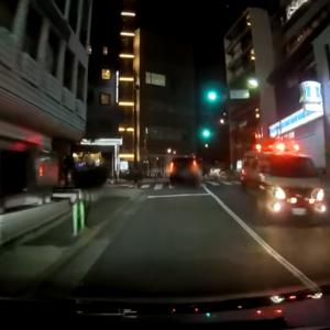 【国内ニュース】信号無視したUber Eatsの配達リュックを背負う自転車とタクシーが衝突。ドラレコが公開され物議を醸す。