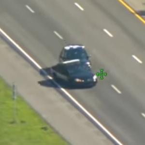 【海外ニュース】パトカーを盗んだ容疑者がさらにパトカーを奪い逃走。カーチェイスの動画が公開。