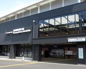 大きな羽沢横浜国大駅舎