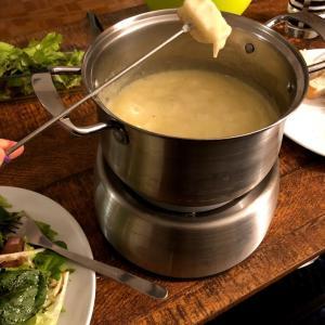 冬の定番料理チーズフォンデュ