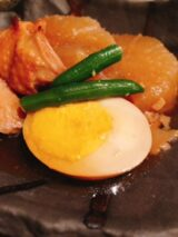 セブンイレブンの「味しみ鶏大根」定食風
