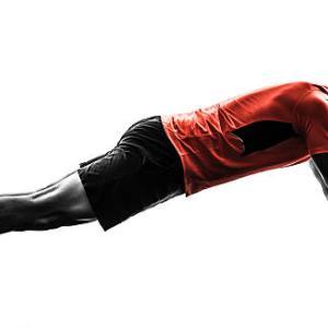 腹筋ローラー 立ちコロをマスターする3つのポイントとやり方を解説