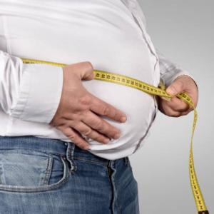 中年太りのあなたへ。太る3つの原因と中年太りを解消する4つの方法を解説