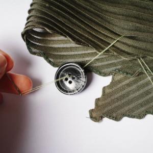 洋服のボタンが取れた!何回縫ってもボタンが取れるのは、どうして?