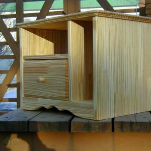 小さめの木製テレビ台。今はナチュラルなサイドテーブルの製作方法