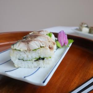 海外でも作れる 鯖フィレを使った焼きさば寿司をどうぞ