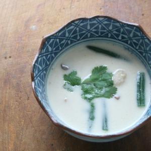 タイの二大スープのひとつトムカーガイ、実は簡単です