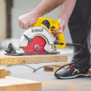 【木材カットはどうする?】DIY初心者はホームセンターでカットすべき5つの理由