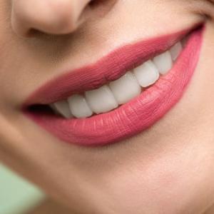 ミラブルは歯が白くなる?ホワイトニング効果はある?歯磨きしなくて大丈夫?
