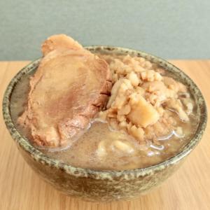【宅麺レビュー】「俺の生きる道 白山店 夢のラーメン」巨大チャーシュー!極太麺!クセになる美味しさ!