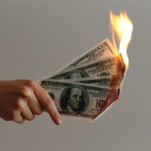 貯金するほど貧乏になる!?貯金貧乏にならないためにはどうするか?