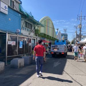 連休前の仁川総合魚市場