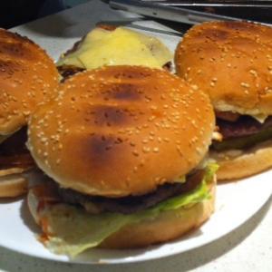 自宅でハンバーガー