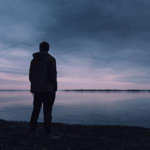 50代の皆様 7割の方が孤独と感じている?コロナ禍での孤独の特徴は?