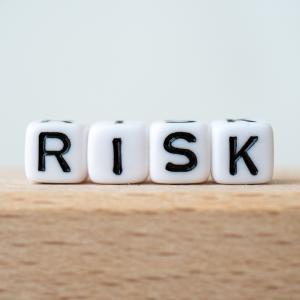 アーリーリタイア生活で考慮するべきリスクは?