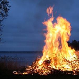 しってた?焚き火の火の揺らぎかたって無限のパターンないんだすよ