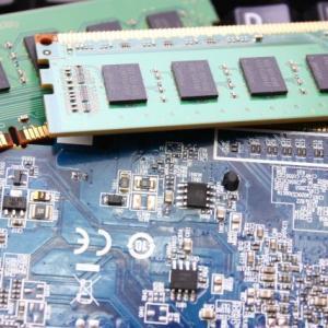 DELL Vostro15 3000 (3582) メモリ増設