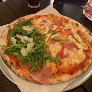 シンガポールで1番大きなピザを出すお店@Peperoni Pizzaria