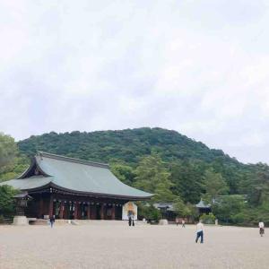 日本始まりの場所 天照大御神の血をひく神武天皇がご祭神『橿原神宮』境内には深田池と長山稲荷社も
