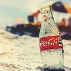 「コカ・コーラ」への投資はどう?魅力と今後の見通し