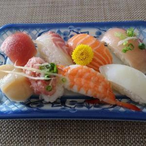 魚屋さんの8色盛り合わせ寿司・・・新型コロナワクチン接種券が届いたので.。o○