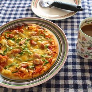 今日のランチはえび天幕の内弁当とサクっとピザ