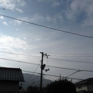 まだ残暑が、でも少し秋の涼風が/広島の空は快晴といきません/2019/9/30 7:50の空の風景