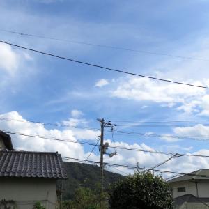秋らしくなった空景色/広島の青空に白雲は秋の空/2019/10/6 13:30の空の風景