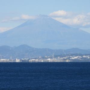 富士山と重量物運搬船2