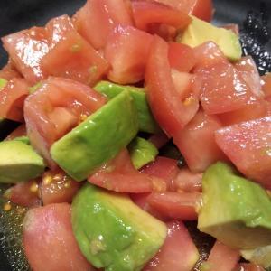 【ごくごく飲めるスープがおいしいサラダ】125.トマトとアボカドの出汁サラダ