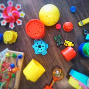 子どもに片づけてほしい!出したものを出したままで別のもので遊んでいる子どもへの対処法