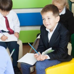 【書評】『教師の話し方・聴き方』ことばが届く、つながりが生まれる(石井順治)
