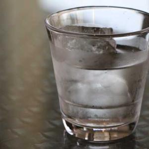 シリカ入りのお水は お肌や髪、爪によく、1ヶ月で効果を感じられます。